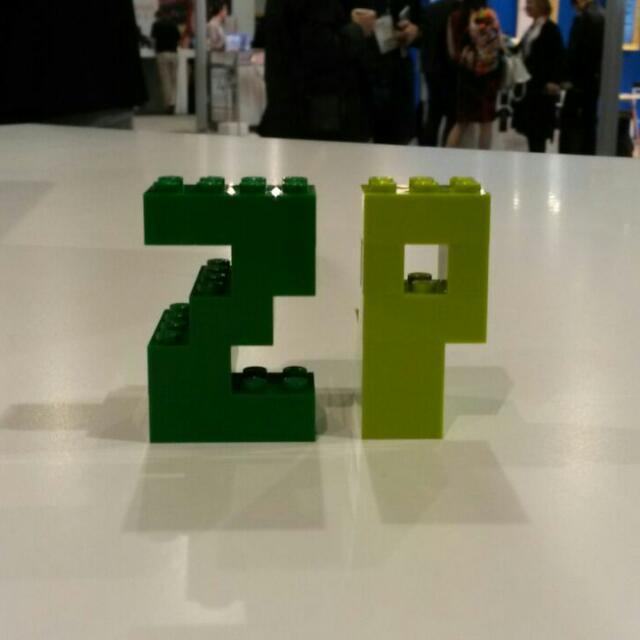 Die Anfangsbuchstaben ZP aus Legosteinen gebaut.